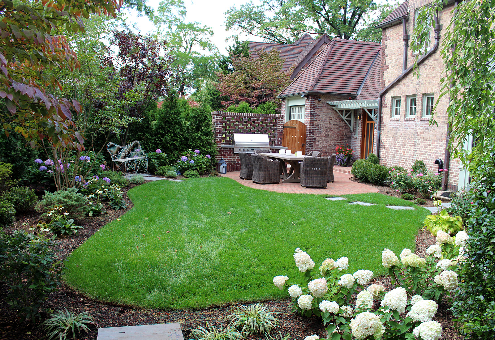 traditional-backyard-garden-design-forest-hills-ny-1 (2) copy